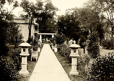 A photograph of Bevery Hall in Edenton, residence of Dr. Dillard, published in 1919. Image from the Internet Archive.