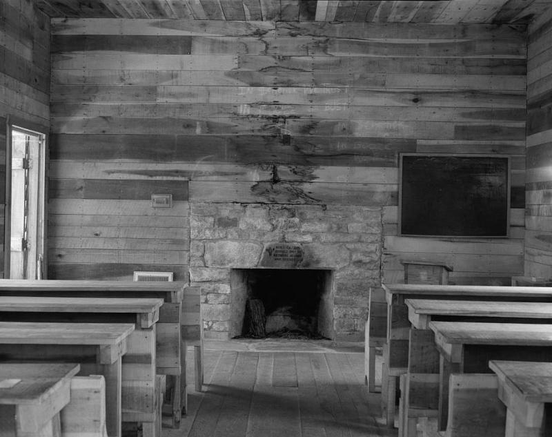 """<img typeof=""""foaf:Image"""" src=""""http://statelibrarync.org/learnnc/sites/default/files/images/212579pv.jpg"""" width=""""911"""" height=""""721"""" alt=""""Biltmore Forestry School, schoolhouse interior"""" title=""""Biltmore Forestry School, schoolhouse interior"""" />"""