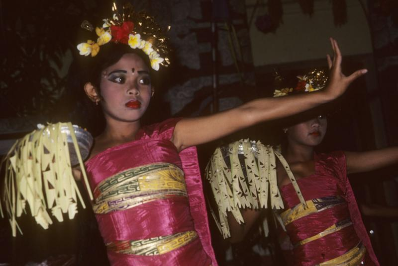 """<img typeof=""""foaf:Image"""" src=""""http://statelibrarync.org/learnnc/sites/default/files/images/bali_231.jpg"""" width=""""1024"""" height=""""686"""" alt=""""Dance in Bali"""" title=""""Dance in Bali"""" />"""