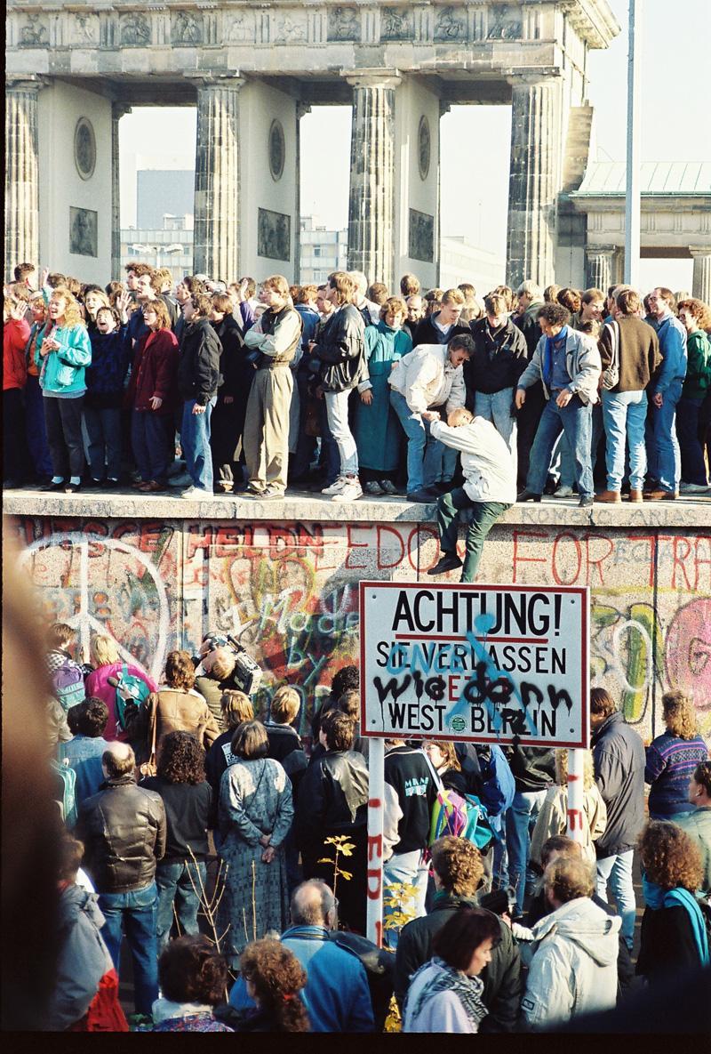 Germans at Berlin Wall