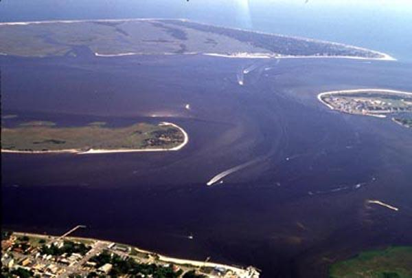 "<img typeof=""foaf:Image"" src=""http://statelibrarync.org/learnnc/sites/default/files/images/cape_fear_inlet.jpg"" width=""600"" height=""404"" alt=""Bald Head Island and the Cape Fear River Inlet"" title=""Bald Head Island and the Cape Fear River Inlet"" />"