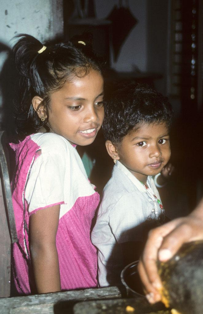 """<img typeof=""""foaf:Image"""" src=""""http://statelibrarync.org/learnnc/sites/default/files/images/india_157.jpg"""" width=""""661"""" height=""""1024"""" alt=""""A boy and a girl from Bolghatty Island, Cochin, India"""" title=""""A boy and a girl from Bolghatty Island, Cochin, India"""" />"""