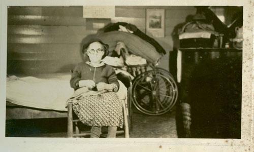 "<img typeof=""foaf:Image"" src=""http://statelibrarync.org/learnnc/sites/default/files/images/kuhn.jpg"" width=""500"" height=""300"" alt=""Mrs. Kuhn, North Wilkesboro, N.C."" title=""Mrs. Kuhn, North Wilkesboro, N.C."" />"
