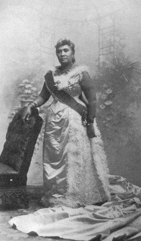 "<img typeof=""foaf:Image"" src=""http://statelibrarync.org/learnnc/sites/default/files/images/liliuokalani_of_hawaii.jpg"" width=""276"" height=""472"" alt=""Queen Liliuokalani of Hawaii"" title=""Queen Liliuokalani of Hawaii"" />"
