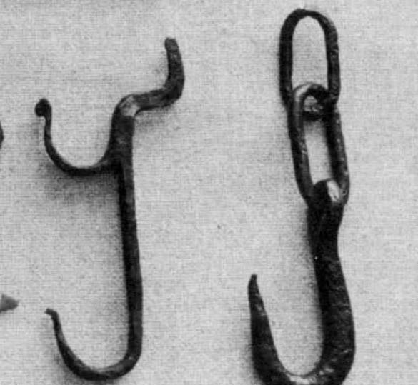 "<img typeof=""foaf:Image"" src=""http://statelibrarync.org/learnnc/sites/default/files/images/pot_hooks.jpg"" width=""585"" height=""539"" alt=""Pot hooks"" title=""Pot hooks"" />"