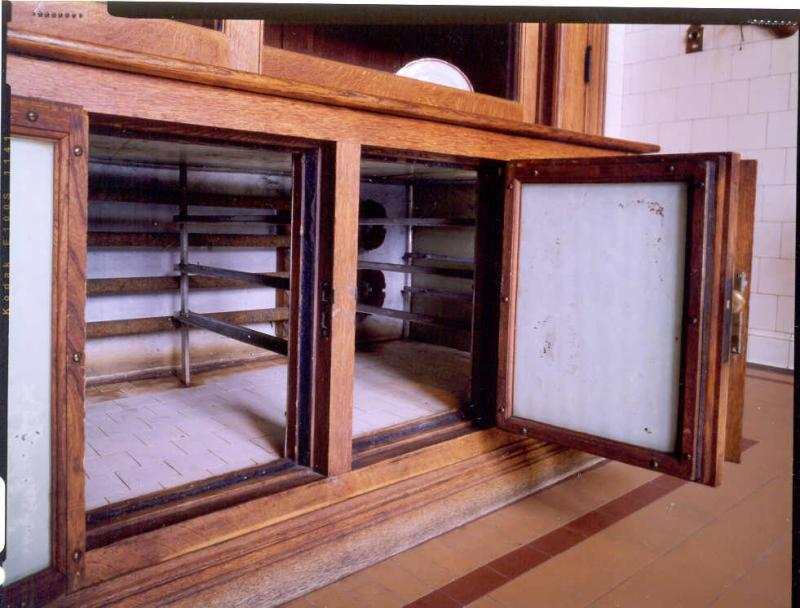 "<img typeof=""foaf:Image"" src=""http://statelibrarync.org/learnnc/sites/default/files/images/refrigerator_doors.jpg"" width=""981"" height=""746"" />"