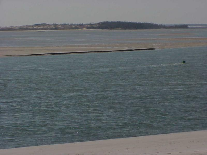 "<img typeof=""foaf:Image"" src=""http://statelibrarync.org/learnnc/sites/default/files/images/sand_bar.jpg"" width=""1024"" height=""768"" alt=""Central section of Bogue inlet: sand bar without vegetation"" title=""Central section of Bogue inlet: sand bar without vegetation"" />"