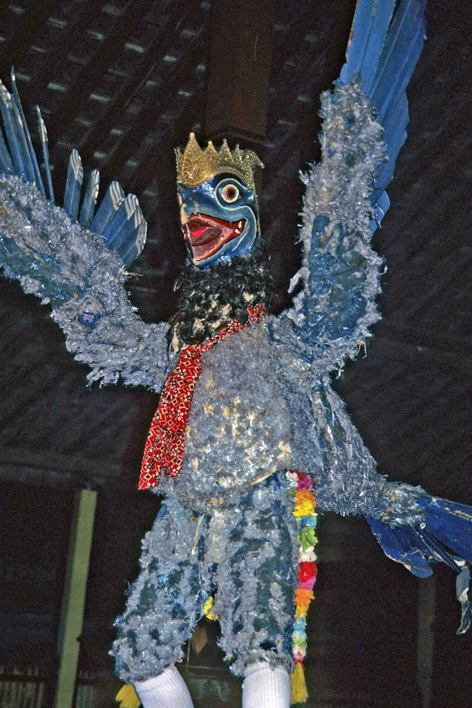 "<img typeof=""foaf:Image"" src=""http://statelibrarync.org/learnnc/sites/default/files/images/thai_rama_082.jpg"" width=""683"" height=""1024"" alt=""Eagle king Sadayu flapping wings in dance performance"" title=""Eagle king Sadayu flapping wings in dance performance"" />"