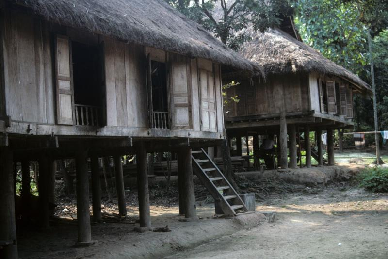 """<img typeof=""""foaf:Image"""" src=""""http://statelibrarync.org/learnnc/sites/default/files/images/vietnam_062.jpg"""" width=""""1024"""" height=""""683"""" alt=""""Two thatch-roofed houses elevated on wood columns at Mai Chau"""" title=""""Two thatch-roofed houses elevated on wood columns at Mai Chau"""" />"""
