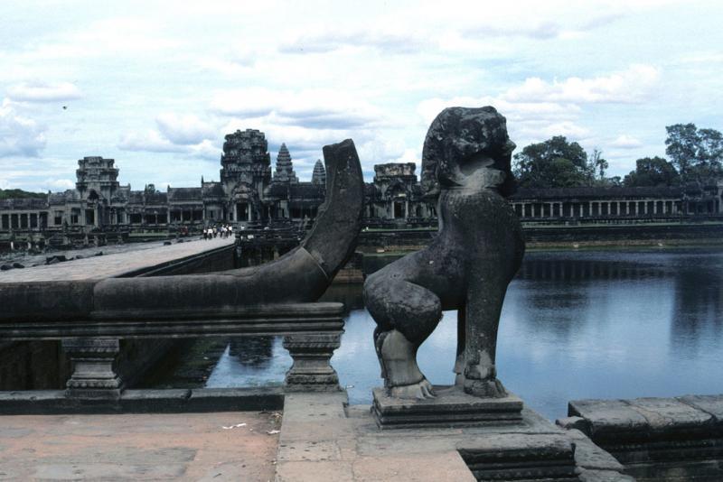 "<img typeof=""foaf:Image"" src=""http://statelibrarync.org/learnnc/sites/default/files/images/vietnam_200.jpg"" width=""1024"" height=""683"" alt=""Moat, guardian lion statue, Angkor Wat"" title=""Moat, guardian lion statue, Angkor Wat"" />"