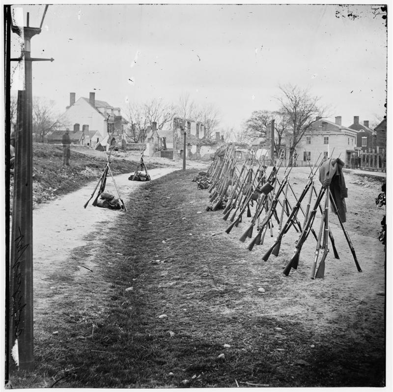 "<img typeof=""foaf:Image"" src=""http://statelibrarync.org/learnnc/sites/default/files/images/weapons.jpg"" width=""1024"" height=""1020"" alt=""Row of Union rifles, 1865"" title=""Row of Union rifles, 1865"" />"