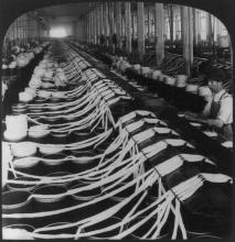 Making yarn in a cotton mill