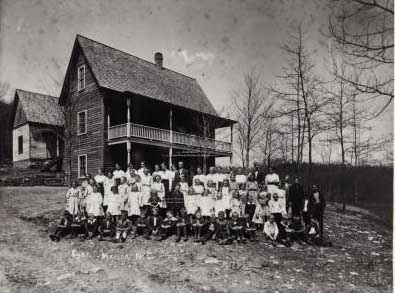 Appalachian Industrial School, ca. 1911-1914. Image courtesy of Penland School of Crafts Archives.
