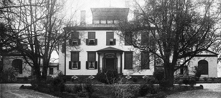 A photograph of Hayes House in Edenton, 1900. Image from the North Carolina Museum of History.
