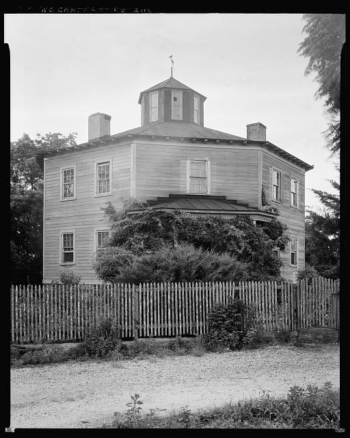 """Original Court House, Beaufort, Carteret County."" Library of Congress image."