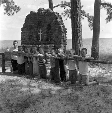 Campers at Camp Leach. Image courtesy of The Daily Reflector Image Collection, East Carolina University  Libraries.