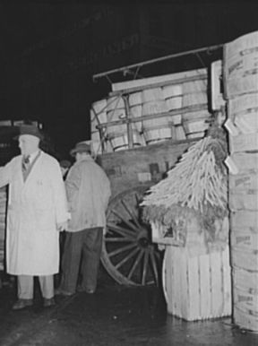 Commission Merchant at market, 1939. Image courtesy of Library of Congress.