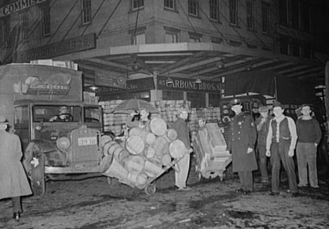 Commission merchants at market, 1939. Image courtesy of Library of Congress.