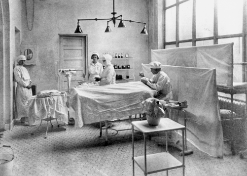 Operating room at Rex Hospital in Raleigh, ca. 1923. North Carolina Collection, University of North Carolina at Chapel Hill Library.
