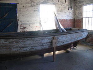 Photograph of a shad boat, Roanoke River Lighthouse and Maritime Museum, Plymouth, N.C., April 5, 2006. Presented in the NC ECHO Collection, North Carolina Digital Collections.