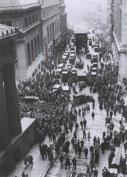 New York Stock Exchange crowds after the 1929 stock market crash