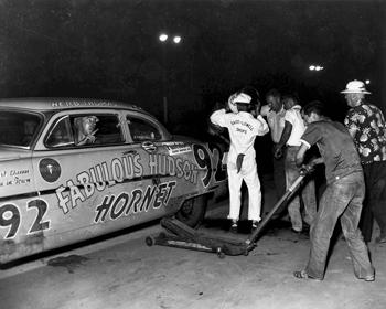 Driver Herb Thomas of Sanford and his pit crew during a race in 1954. Courtesy of North Carolina Office of Archives and History, Raleigh.