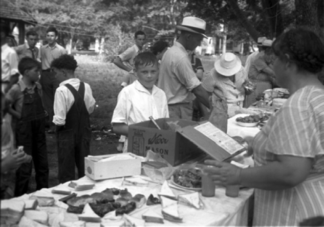 Residents of Penderlea Homesteads enjoy a Sunday school picnic in 1937.