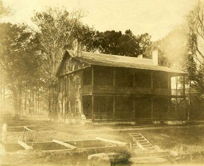 A 1900 photograph of Somerset Place in Washington County, the home of the Collins family. Image from the North Carolina Museum of History.