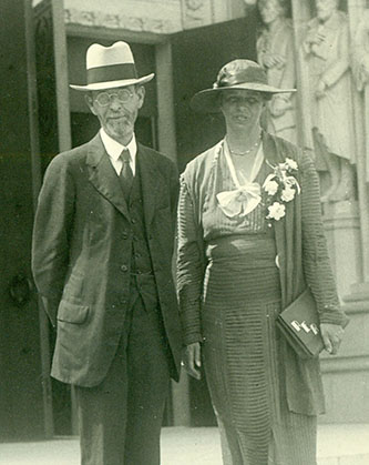 A photograph of William Preston Few with first lady Eleanor Roosevel on the steps of Duke Chapel on June 11, 1934