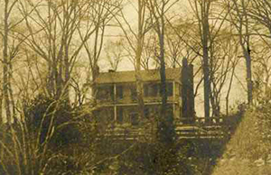 Photograph of the Winnabow Plantation house, circa 1900-1915, the birthplace of  Daniel Lindsay Russell, Jr. Image from the North Carolina Museum of History.