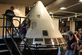 Apollo Space Capsule at the NC Museum of Life and Sciences. Image courtesy of Flickr user ke4roh.